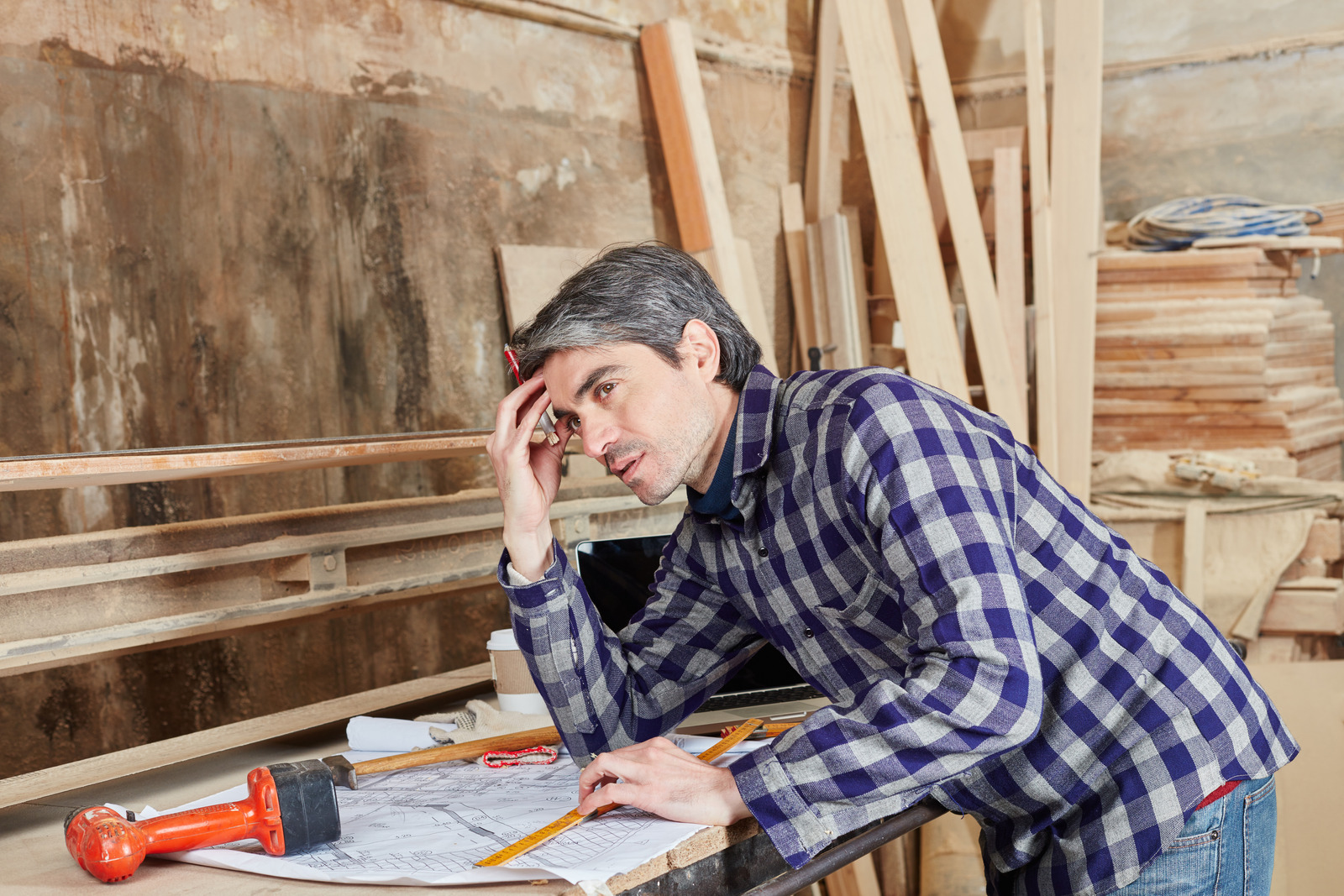Carpenter planning and thinking about problem